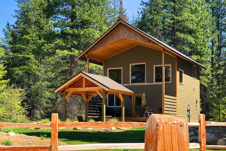 Super Clean Pet Friendly Cabin in the Mountains