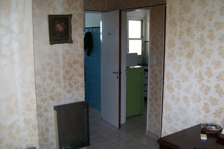 Hall entre Living cocina baño y dormitorio