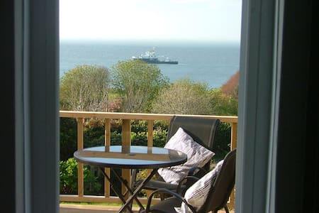 Rockland, a self contained studio with sea views