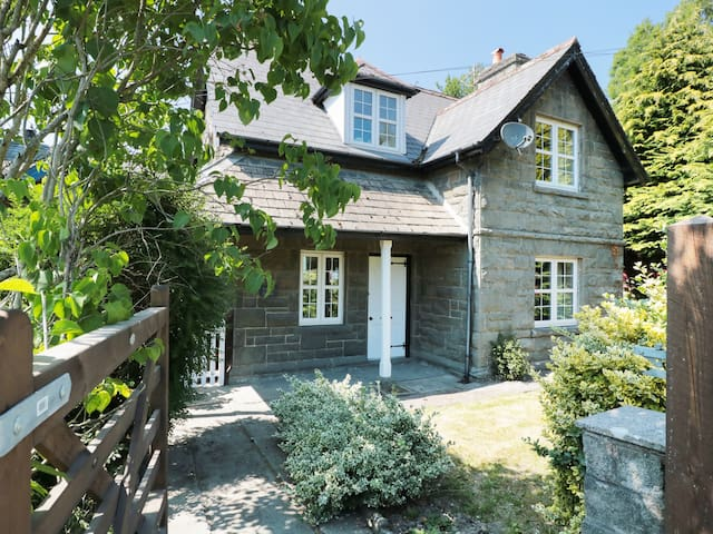 SCHOOL HOUSE, pet friendly in Builth Wells, Ref 985582