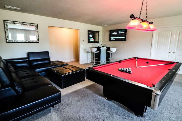 Luxury Private Entry Basement close to Airport!!
