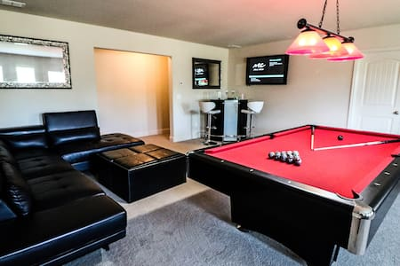 Luxury Private Entry Basement close to Airport