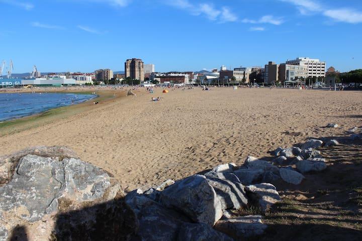 Alojamiento Playa Arbeyal, tres habitaciones, wifi