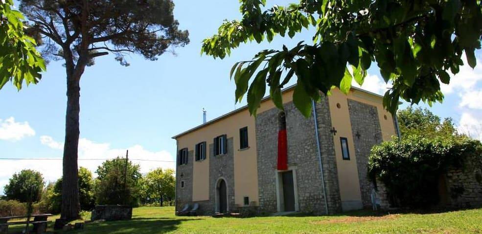Splendido casale antico chiesa cantina in Irpinia