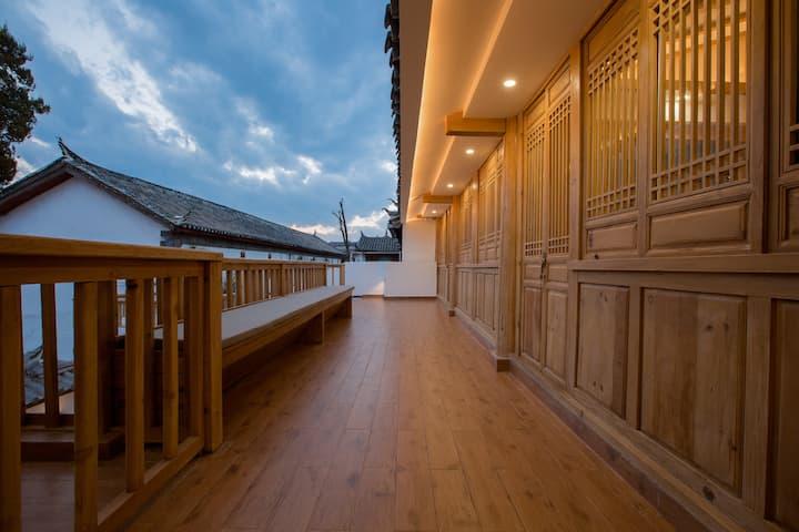 Zen style double bed room of Dayan heritage city