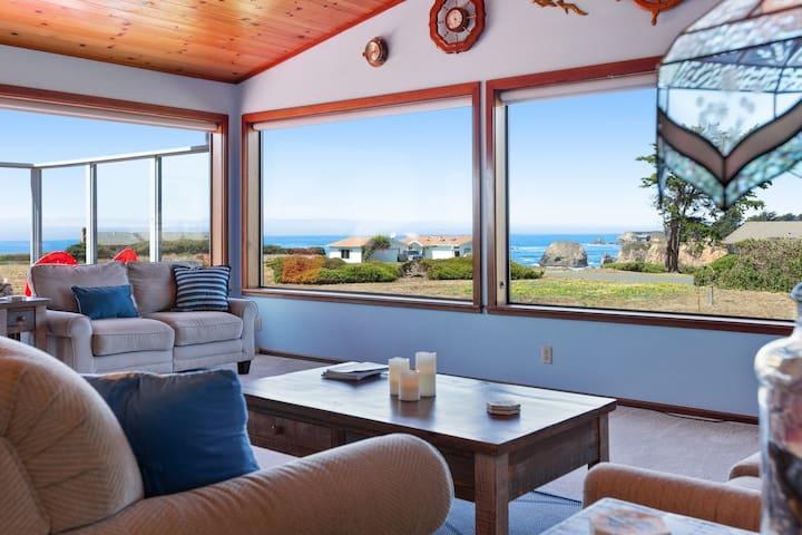 Open-floor-plan home w/ gorgeous ocean views & private beach access - dogs OK!