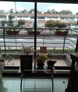 COMFORTABLE ROOM NEAR THE AIRPORT - Bogota - Apartament