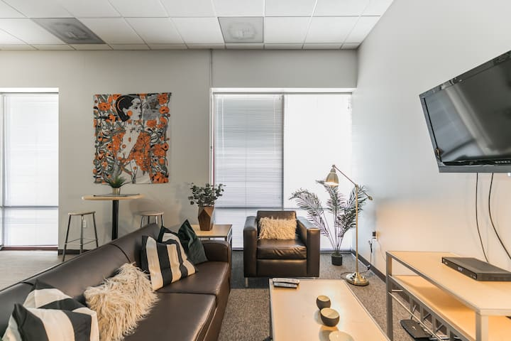 Centrally Located Flat Just Outside SLU