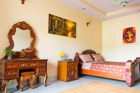 Gallery Mini Hotel (De luxe with balcony) - Krong Preah Sihanouk - โรงแรมบูทีค