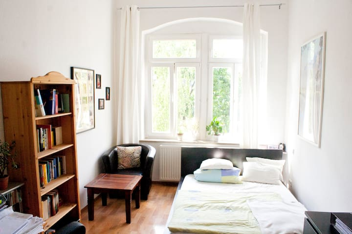 Huge 3-Room-Apart.(+balcony) next to Uni. Hospital - Dresden