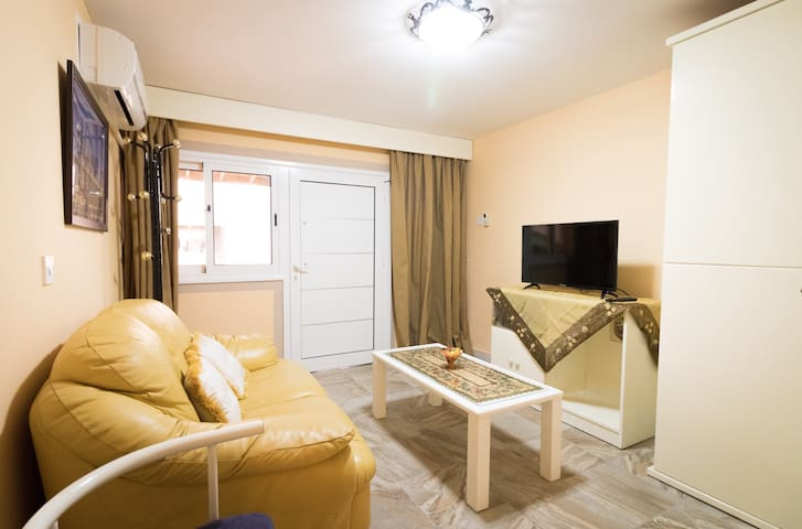 Stelio's place - 1 bedroom house with living room! - Kato Polemidia - House