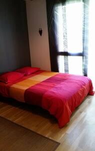Chambre residence calme prox centre - Lyon - House