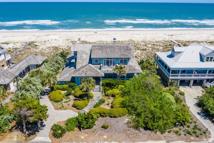 Luxury Oceanfront Island Retreat