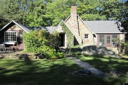 Stone Temple Cottage Close to NYC