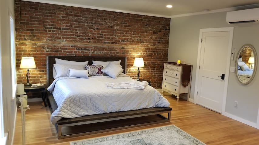 Downtown! Light filled studio with king bed!