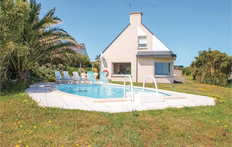 Holiday cottage with 3 bedrooms on 120m² in Pleubian
