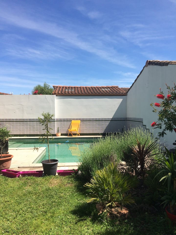 jolie chambre + accès piscine