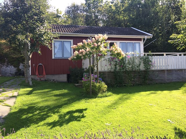 Cozy Summer House in Vävra - Hålta - Blockhütte