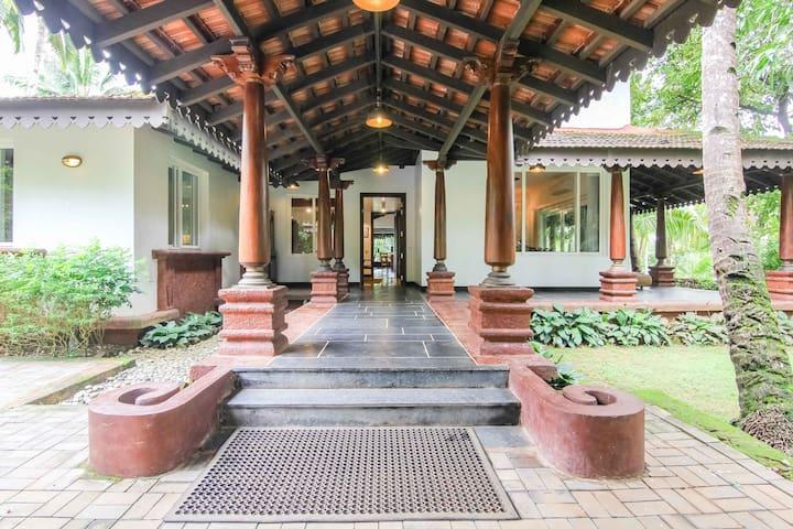 Luxury, Pvt Villa @ 4 with pool @ South Goa