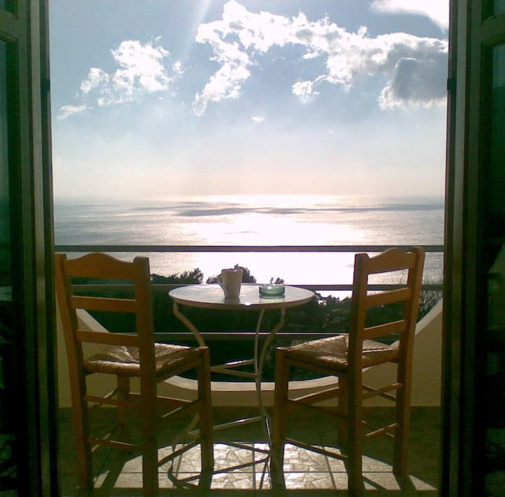 Room with balcony overlooking the sea Z.R. 2