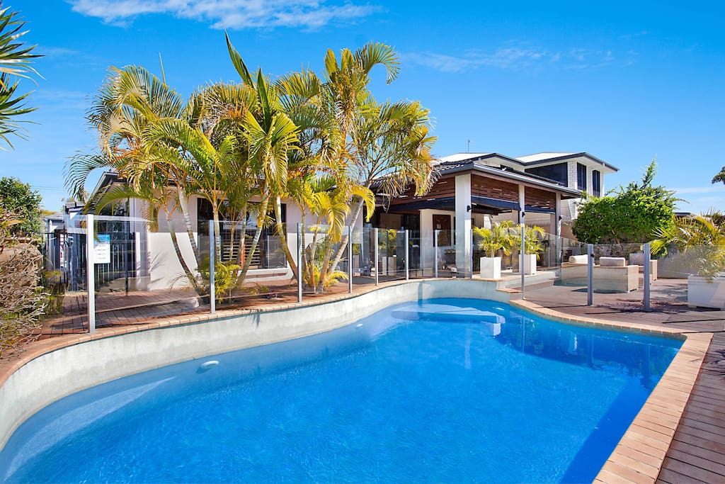 La vida on the water relaxed lifestyle houses for rent for Pool design gold coast