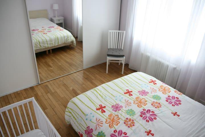 Chambre 1 - Bedroom 1