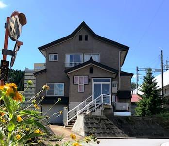 JR越後湯沢駅から徒歩3分、湯沢C&S 庭でバーベキュー・街歩き・自然が楽しめます!