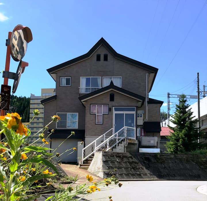 庭でバーベキュー BBQ  スノボ(GW迄)  越後湯沢駅徒歩3分、無料駐車場4台分 湯沢C&S