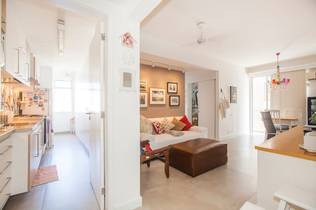 The place is super bright and quiet, this is the entrance hall with kitchen and living room. Brand new, all renovated in 2017