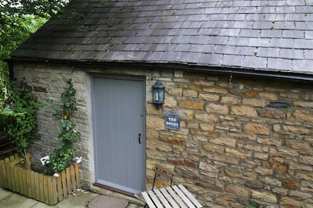 Self contained small stone cottage - Redpath - House