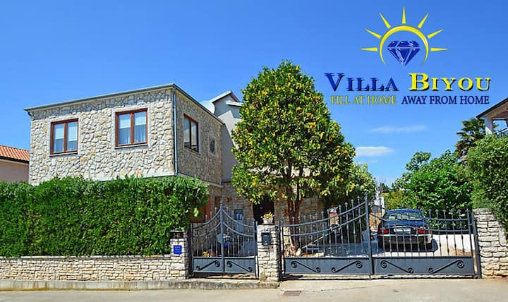 DISCOUNT, Ideal for two families,only 600m to sea