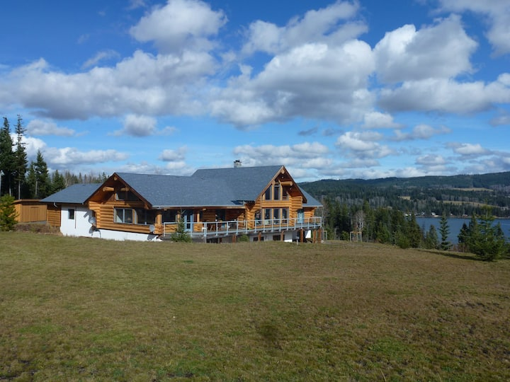 Kingsizesuite/Ensuite, Loghome on Bridge Lake B.C