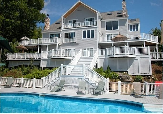 The Heights 10 Bedroom House w/ Hot tubs, Theatre