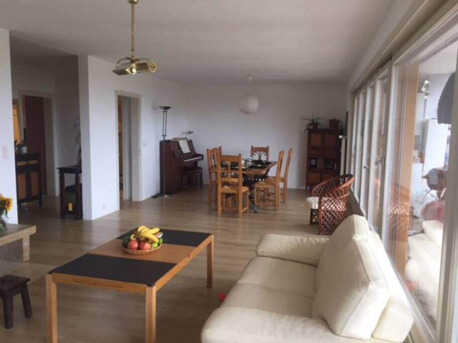 Séjour spacieux et épuré - Lot of space in living room