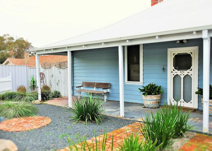 The Railway Cottage- 7kms to city/close to airport
