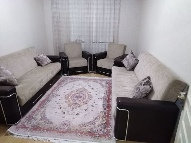 Close to CNR EXPO, Memorial, Metro. 40min  airport