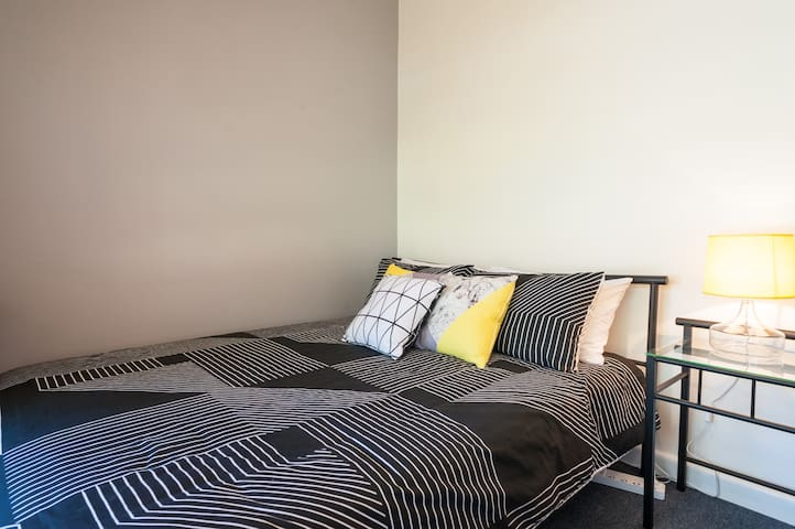 Cosy room, queen size bed neat unit - Bexley, New South Wales, AU