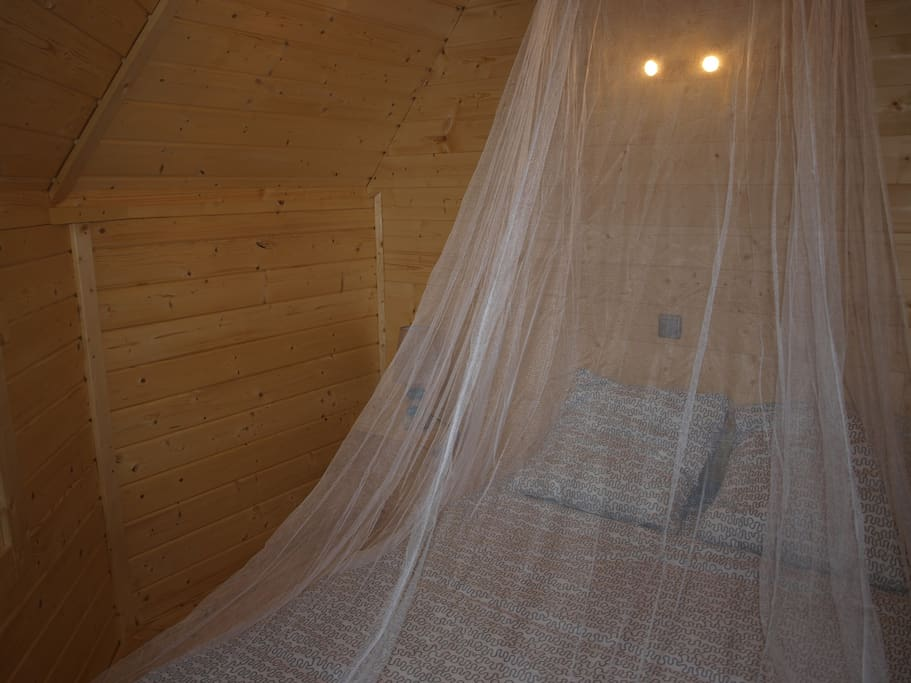 Chambre parentale        douillette dotée d'un lit de 140