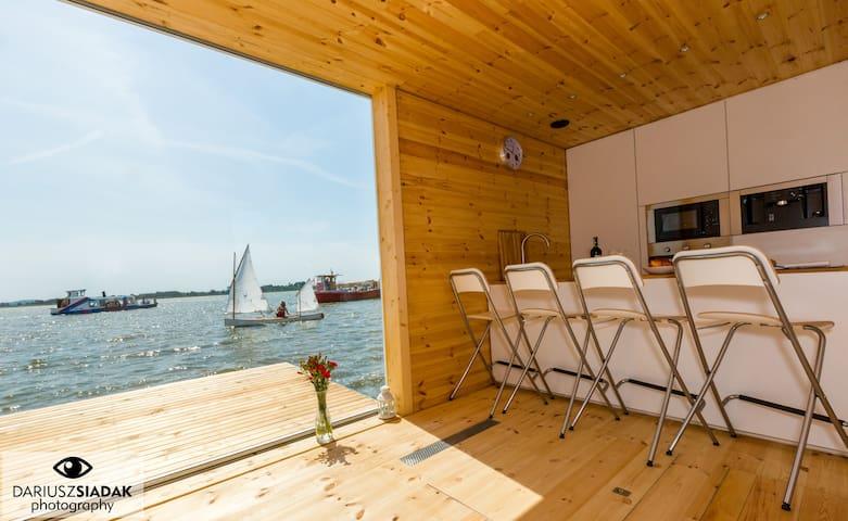 Dom na wodzie HT3 z sauną, kominkiem i motorówką - Mielno