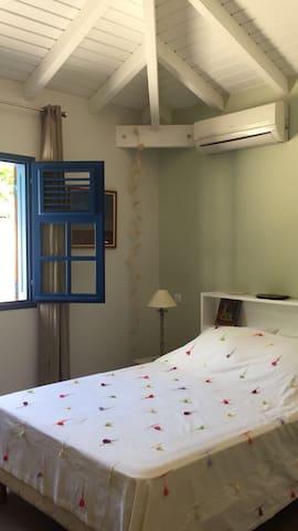 Chambre bien ensoleillée avec climatiseur  Sunbathed room with AC