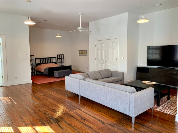 Downtown Modern Open Loft Available Monthly