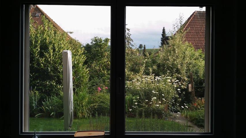 Zentral gelegenes Gästezimmer, grüner Umschwung - Huttwil - Pousada