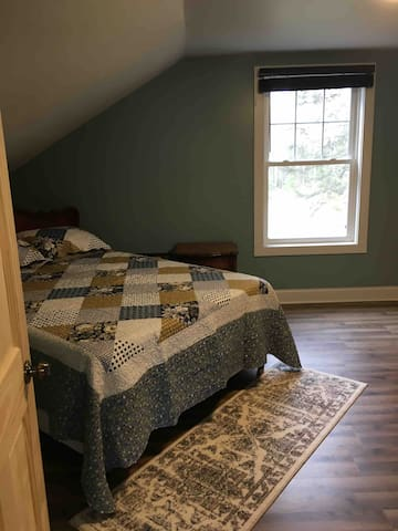 #1 Upstairs bedroom - with Queen Size bed