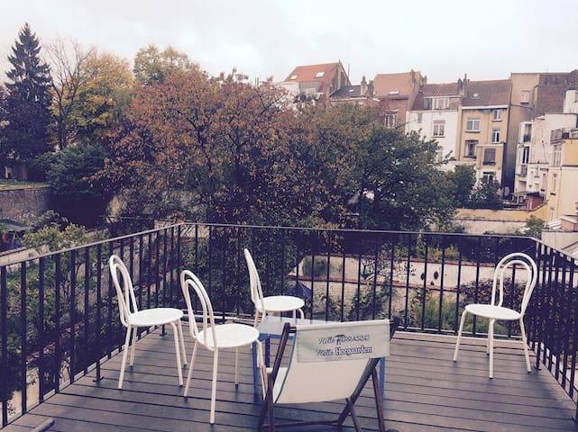 Chouette chambre avec balcon au jardin