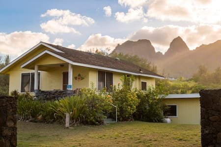 Hibiscus Beach Cottage, Steps to Anahola Bay, 10% off until June, TVNC#5067