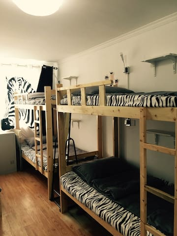 5 beds shared room in Fangjia Hutong No. 4 bed