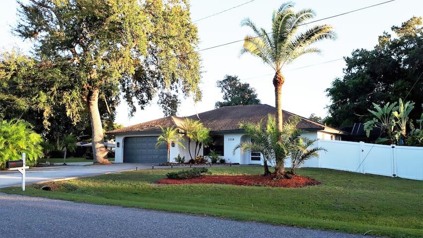 Neu renoviertes und eingerichtetes Floridapoolhaus