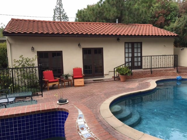 Private Guest House/Bungalow with full amenities - Altadena - Bungalow