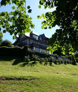 Villa  fin 19ème siècle vue sur mer à 180° verdure - Villerville