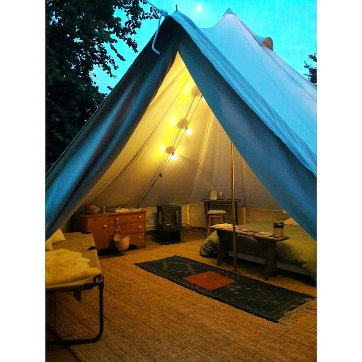 """La Tente Lodge de l'épicerie du pape  """"guesthouse"""""""